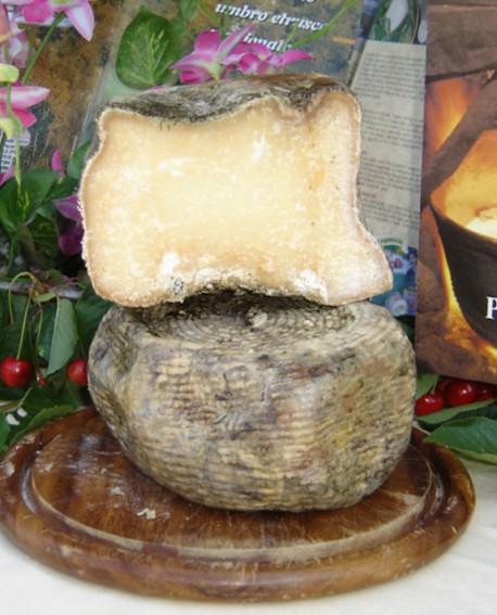 Pecorino Umbro Etrusco Stagionato in Fossa 2,9-3,1 Kg - stagionato 360 giorni - Caseificio Facchini